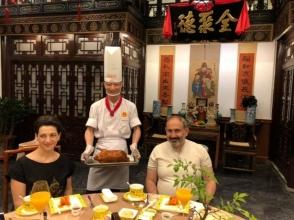 Օրվա կադր․ Նիկոլ Փաշինյանն ու Աննա Հակոբյանը Չինաստանում «Բադ՝ պեկինյան ձևով» են համտեսել