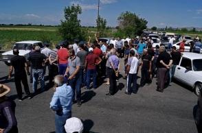 Տարոնիկ և Արշալույս համայնքի բնակիչները փակել էին Արմավիր-Երևան ճանապարհը