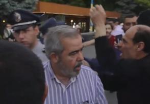 Ազատության հրապարակում հարձակվել են թոռների հետ զբոսնող Հրանտ Մարգարյանի վրա (տեսանյութ)