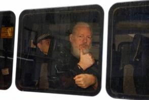 Эквадор передал США вещи и документы Ассанжа из посольства в Лондоне