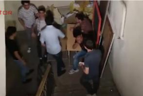 Թատերականի ուսանողները փակել են համալսարանի hետնամուտքը (տեսանյութ)