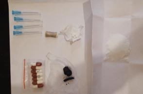 «Սևան» ՔԿՀ–ի դիտաշտարակների միջանկյալ տարածքում հայտնաբերվել է փաթեթ՝ դեղահաբերով և ներարկիչներով (լուսանկար)