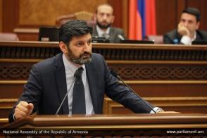 Մեկ տարում Հայաստանում սահամանդրական կարգը տապալվում է 3 անգամ
