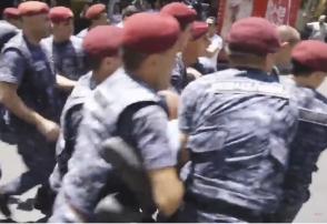 Ռոբերտ Քոչարյանի աջակիցները բերման են ենթարկվել ոստիկանություն (տեսանյութ)