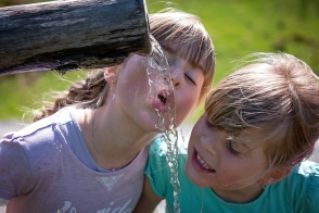 Խմել շատ ջուր, կրել բաց գույնի հագուստ. շոգ եղանակը հաղթահարելու ԱՆ խորհուրդները