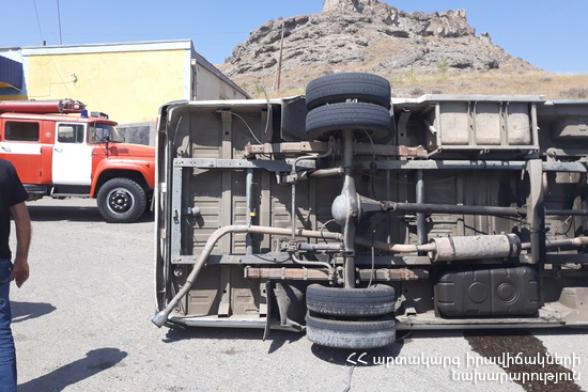 Ձորագետ-Օձուն ավտոճանապարհին բեռնատար է շրջվել