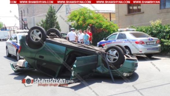 Երևանում բախվել են Mercedes-ն ու Opel-ը. վերջինը գլխիվայր շրջվել է․ կա վիրավոր