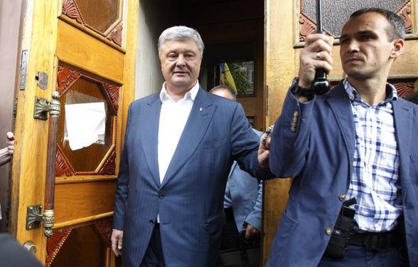 Суд в Киеве обязал СБУ возбудить уголовное дело о захвате власти Порошенко