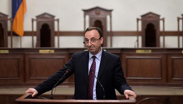 Այսօր մինչև վերջ նվաստացված իրավապահները ԱԺ-ից վերցրել են Հրայր Թովմասյանի բոլոր գործուղումների մասին փաստաթղթերը