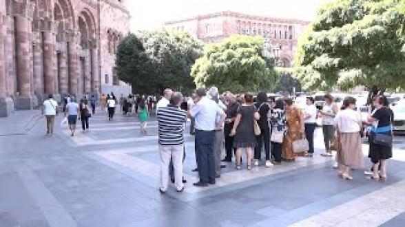 Տնտեսագիտական համալսարանի դասախոսները բողոքի ցույց են անում (տեսանյութ)