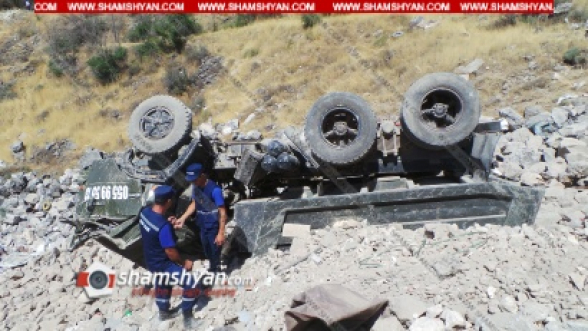 Երևանում շինաղբով բարձված ЗИЛ-ը մի քանի պտույտ գլորվելով՝ գլխիվայր հայտնվել է իր կողմից փորված փոսում