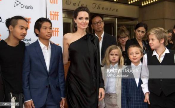 Секонд-хенд и дешевая еда: почему Анджелина Джоли экономит на детях? (фото)