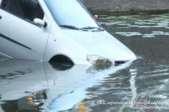 Վեդի-Լանջառ ավտոճանապարհին «Hyundai Sonata»–ն ընկել է ջրատարը. տուժածները հոսպիտալացվել են