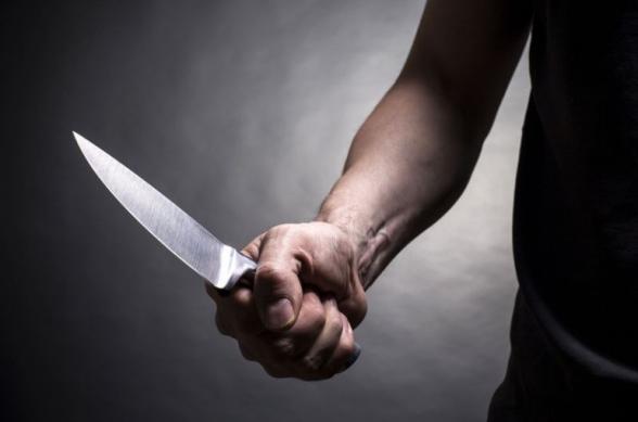 Ստեփանակերտում տղամարդը դանակով վնասել է կնոջն ու ծեծել երեխաներին