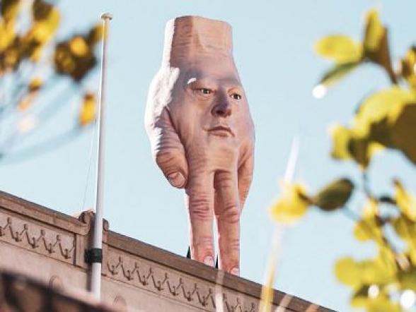Նոր Զելանդիայի բնակիչներին ահաբեկել է արվեստի պատկերասրահի տանիքին տեղադրված «ձեռքը»