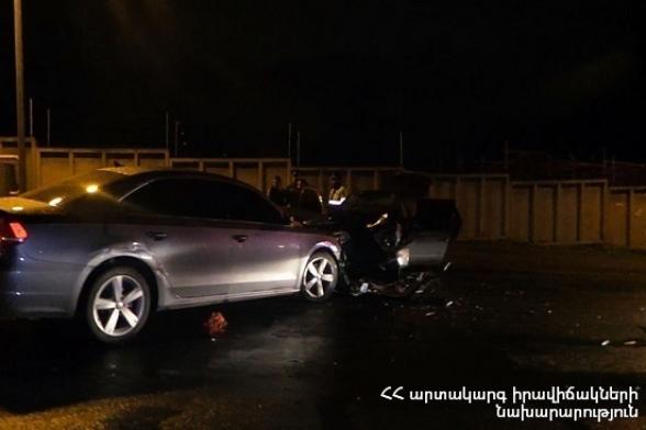 «Հարսնաքար» ռեստորանային համալիրի մոտակայքում բախվել են «Lexus RX 330», «Nissan Note» և «Volvo XC90» ավտոմեքենաներ