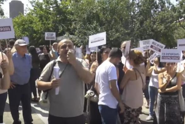 Ռոբերտ Քոչարյանի կողմնակիցները նամակ փոխանցեցին Իտալիայի դեսպանատանը (տեսանյութ)