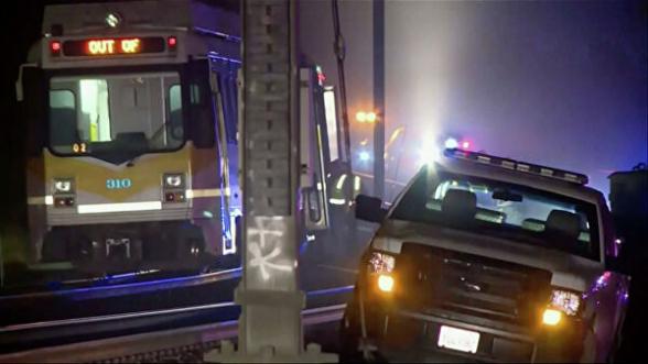 В Калифорнии сошел с рельс поезд легкого метро