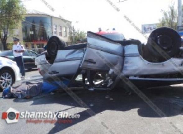 Ողբերգական վթար Երևանում. բախումից հետո Mercedes-ներից մեկը գլխիվայր շրջվել է. կա 1 զոհ, 1 վիրավոր