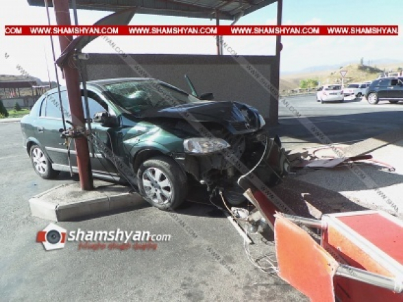 Կոտայքի մարզում Opel-ը մխրճվել է գազալցակայանի լիցքավորող սարքի մեջ և փլուզել պաշտպանիչ պատը