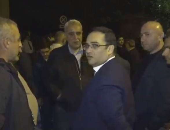 Քաղաքական գործիչներն այցելել են Շենգավիթի դատարանի դիմաց նստացույց հայտարարած՝ Քոչարյանի աջակիցներին (տեսանյութ)