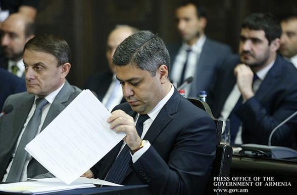 Заявление об отставке написал не только Артур Ванецян – «Грапарак»