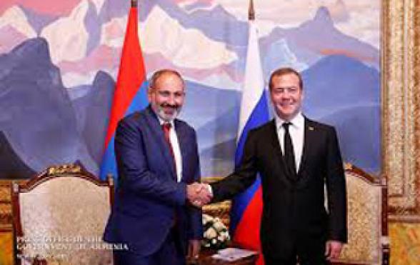 Никол Пашинян поздравил Дмитрия Медведева с днём рождения