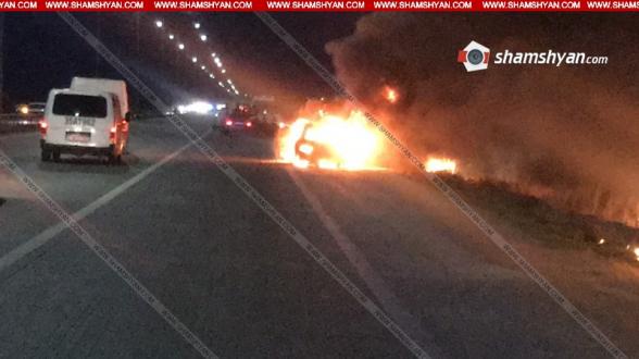 Արարատում Mercedes-ում բռնկված հրդեհի հետևանքով ավտոմեքենան ամբողջովին վերածվել է մոխրակույտի