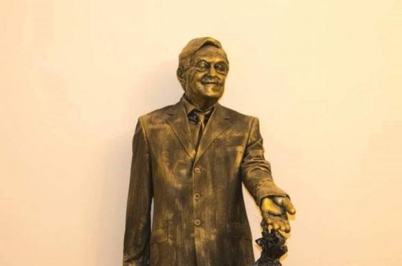 ՎԵՏՕ նախաձեռնությունը Ջորջ Սորոսի արձանն է բացել «Բաց հասարակության հիմնադրամներ-Հայաստան»-ի գրասենյակի առջև (տեսանյութ)