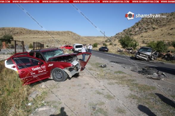 Արագածոտնում ճակատ-ճակատի բախվել են Nissan Pathfinder-ն ու Volkswagen Jetta-ն. կա 1 զոհ, 4 վիրավոր