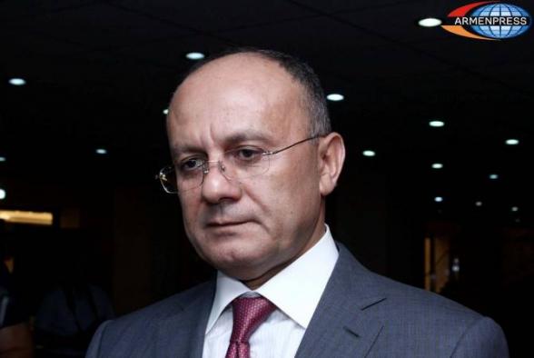 Суд разрешил экс-министру обороны Армении Сейрану Оганяну выехать из страны