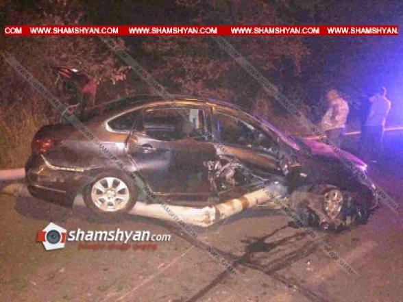 19–ամյա վարորդը Nissan-ով հարվածել է երկաթյա խողովակին ու կողաշրջվել. կան վիրավորներ