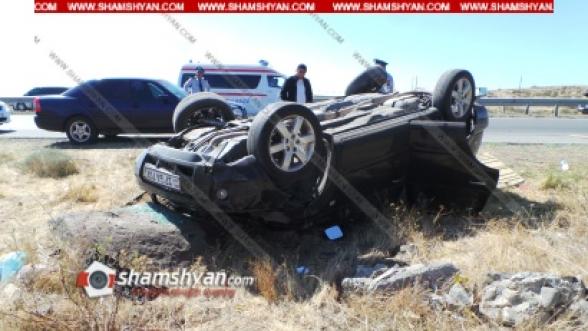 Պռոշյան գյուղում բախվել են Nissan X-Trail-ը և УАЗ-ը․ Nissan-ը գլխիվայր շրջվել է