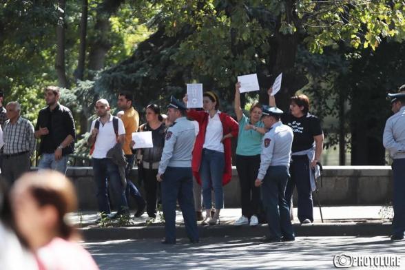 ՎԵՏՕ-ին ոստիկանները չթողեցին Բաղրամյան փողոց մուտք գործել, իսկ սորոսի վաստակները ազատորեն հակառուսական ցույց էին անում