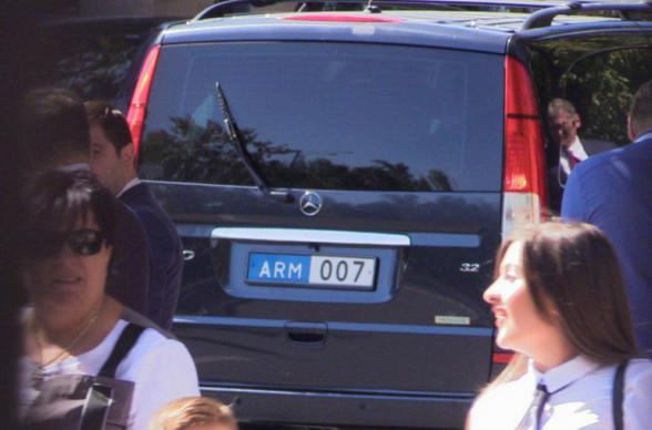 007. Երևանում գտնվող ռուսական պատվիրակությանը «Ջեյմս Բոնդի համարներով» մեքենա են տրամադրել