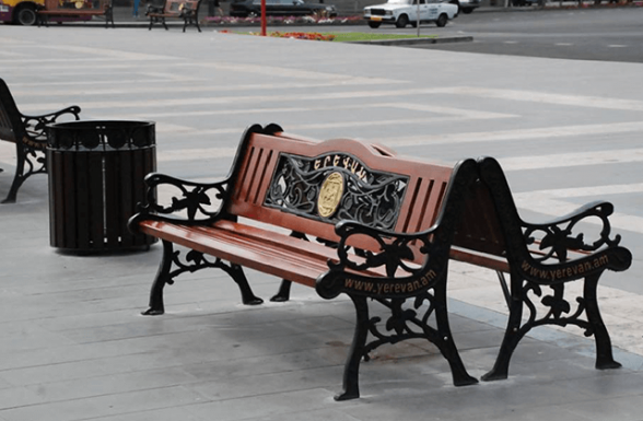 Мэрия Еревана закупила сверхдорогие скамейки и мусорные урны – «Жоховурд»