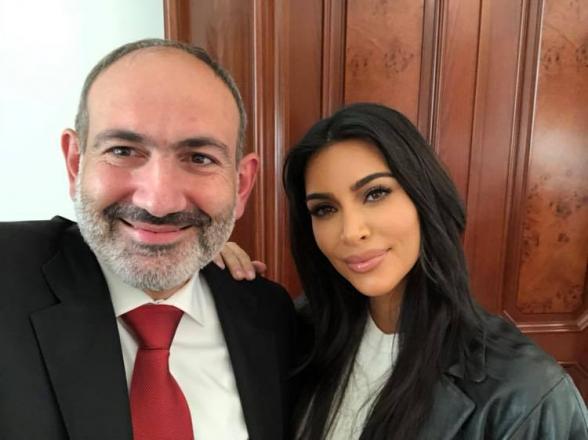 Никол Пашинян сделал селфи с Ким Кардашьян