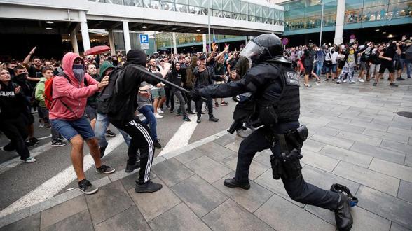 В ходе акций протеста в Каталонии пострадали почти 80 человек
