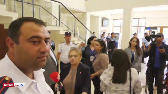 В суде оскорбляют Айка Алумяна: приставы не реагируют