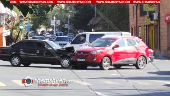 Երևանում բախվել են Mercedes–ն ու Hyundai-ը