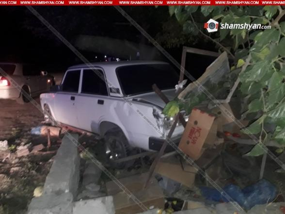 Արարատի մարզում 50-ամյա վարորդը ВАЗ 2107-ով վրաերթի է ենթարկել հետիոտնին և հայտնվել շինության տարածքում. կա վիրավոր