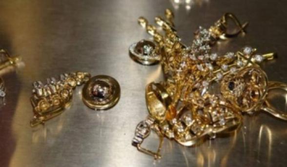 Պարզվել է, որ տանտիրոջ ոսկյա թանկարժեք զարդերը գողացել էին նրա 11-ամյա երկվորյակ որդիները