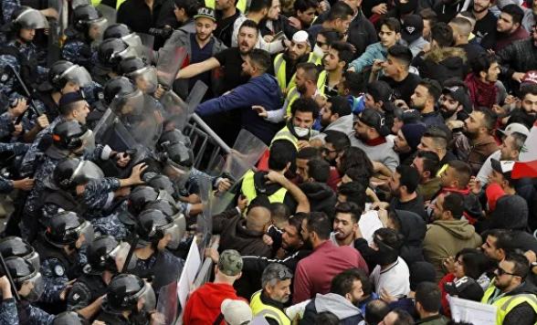 В Бейруте демонстранты заблокировали основные дороги