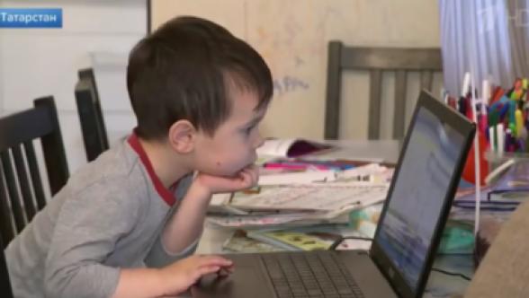 4-летний Тамерлан из Казани знает алфавиты 40 языков