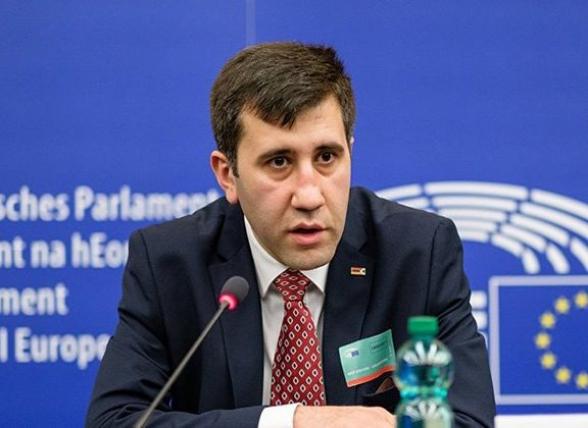 Հայաստանում հայտնվեց հերթական քաղբանտարկյալը՝ «վտանգավոր չարագործ» Արսեն Բաբայանը