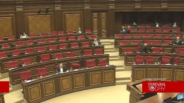 За работу парламента стыдно даже Арарату Мирзояну