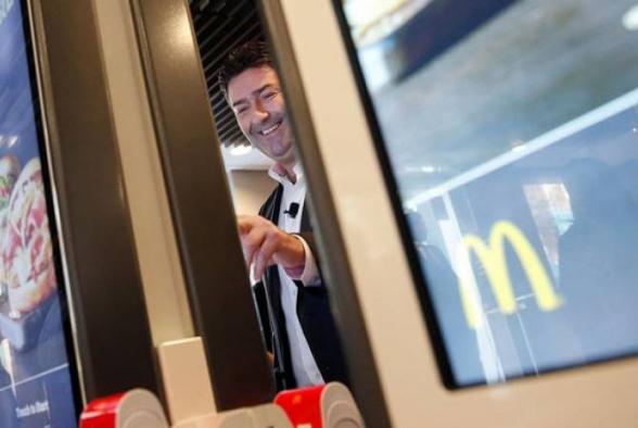 McDonald՚s-ի նախագահը թողել Է իր պաշտոնը ծառայողական սիրավեպի պատճառով