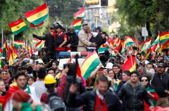 Высшие чиновники Боливии уходят в отставку вслед за президентом