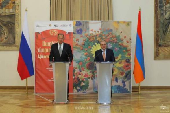 Министры ИД Армении и России открыли выставку картин Мартироса Сарьяна «Цветы бойцам» (видео)