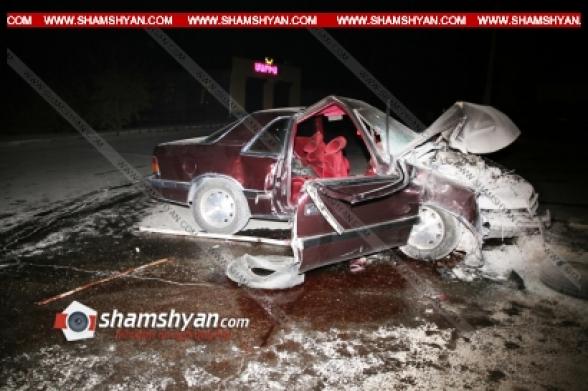Երևանում գլխավոր ճարտարագետի տեղակալը Chrysler-ով բախվել է էլեկտրասյանը. կա 1 զոհ, 1 վիրավոր (տեսանյութ)